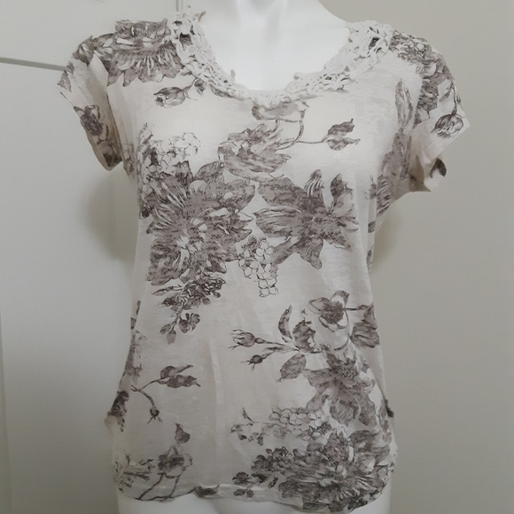 Maurices Tops - SALE Maurices Size Medium Floral Blouse